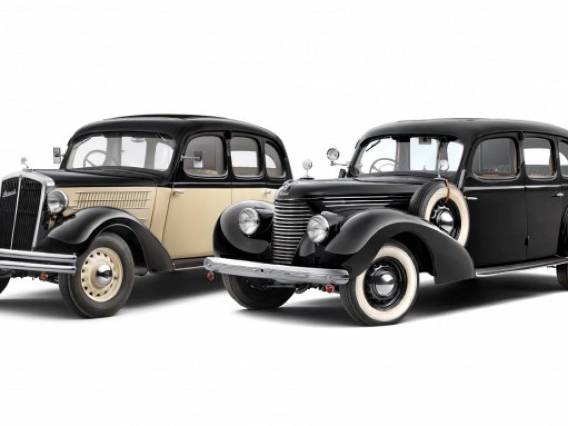 800_310909z-superb-slavi-20-let-06a-zleva-superb-640-1935-superb-3000-ohv-1939