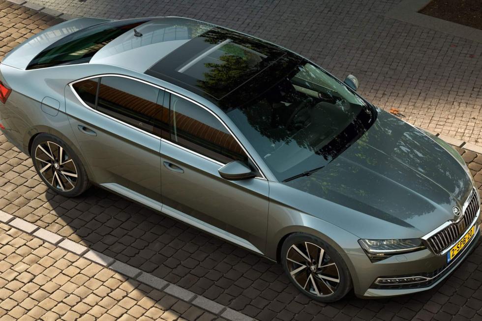 2109-SKODA-superb-hatchback-01.jpg