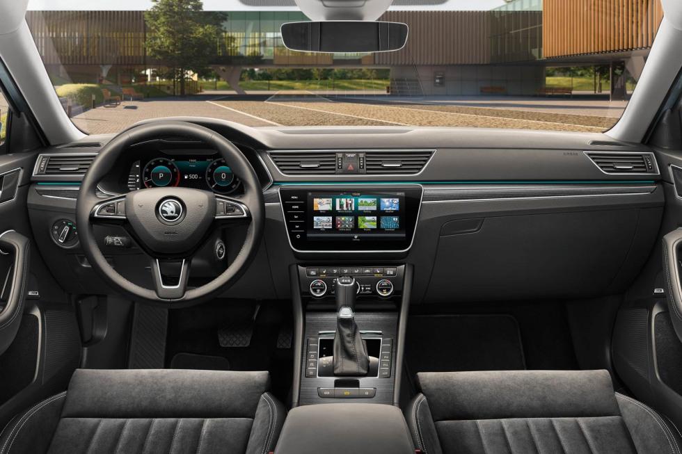 201909-skoda-superb-hatchback-10.jpg
