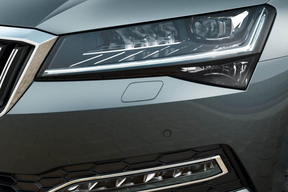 2109-SKODA-superb-hatchback-03.jpg