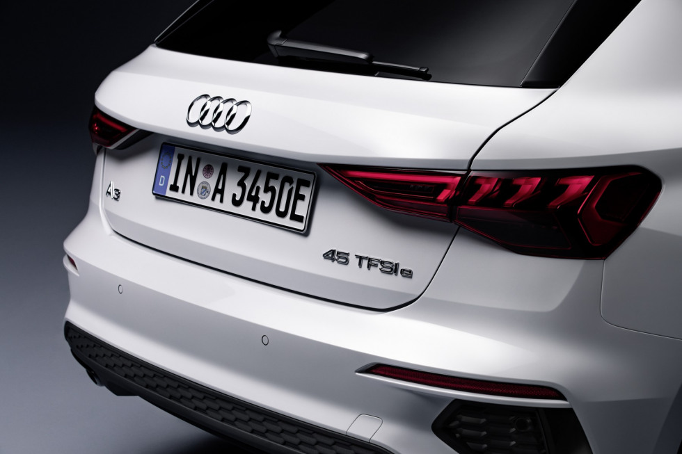 2101-audi-a3-sportback-45-tfsi-e-s-edition-02.jpg